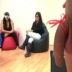 La buena amiga: Tere nos presenta a Laura una TETONA DESESPERADA por un buen polvo.